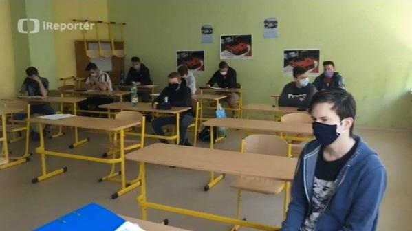 Do naší školy se vrátili studenti - iReportáž