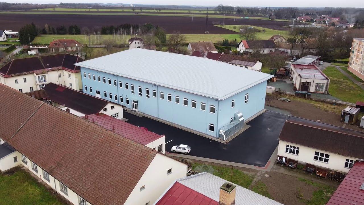Nová školní budova z ptačí perspektivy